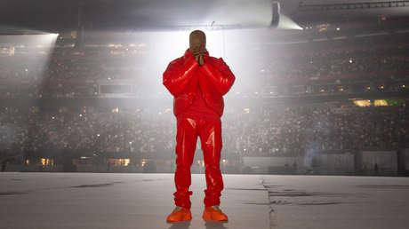 """Un seguidor de Kanye West vende una bolsa de plástico """"con aire"""" del estreno de su álbum por más de 3.000 dólares"""